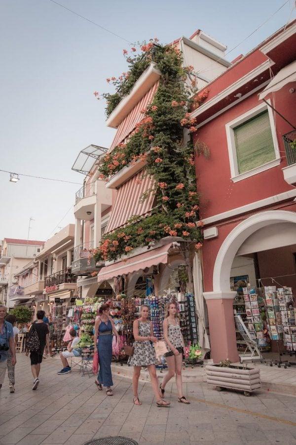 Stradă roz în Zakynthos