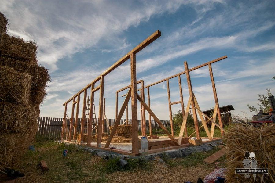 Structura de lemn a casei de paie