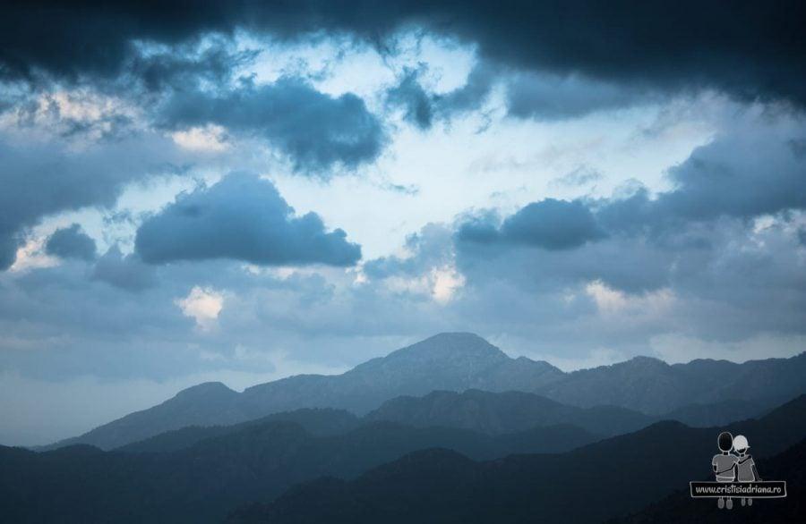 Vedere spre munți