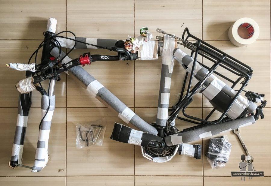 Bicicletă împachetată pentru avion