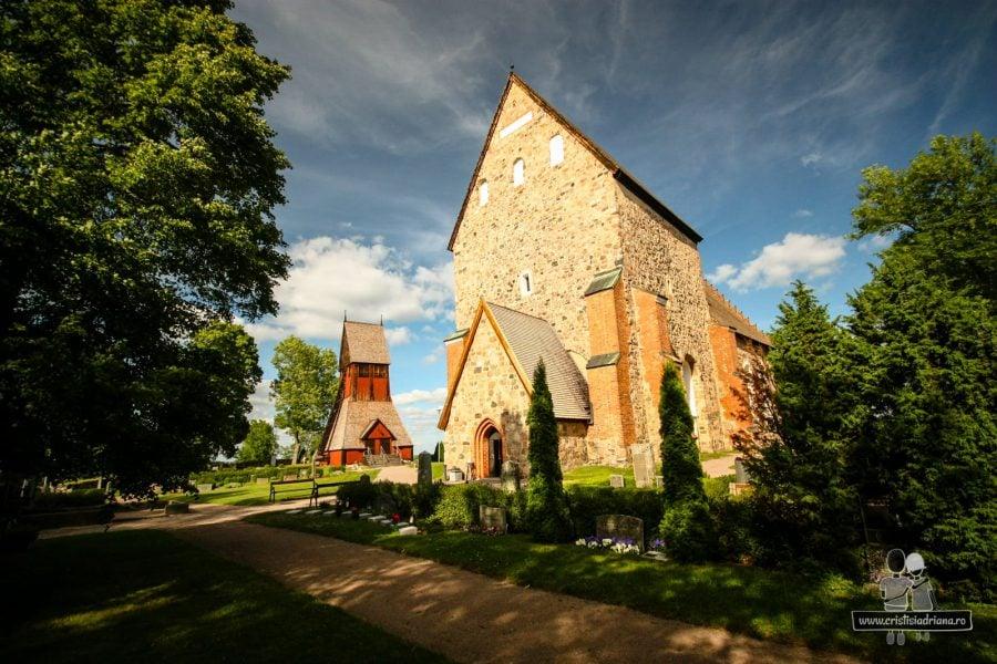Biserica și cimitirul
