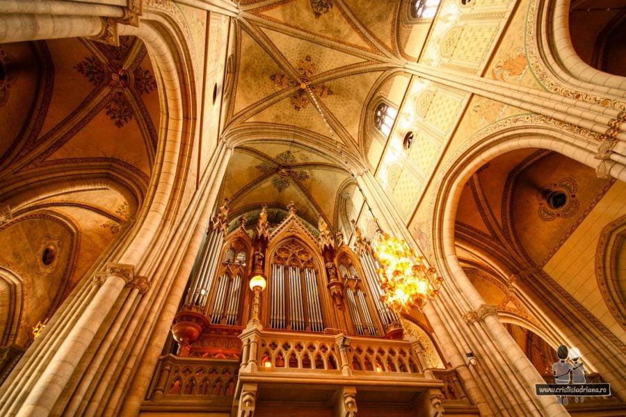 Interiorul catedralei. Folosită des pentru ceremoniile de încoronare