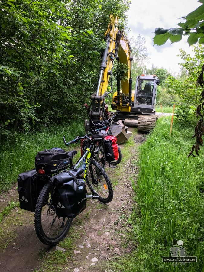 Biciclete si excavator