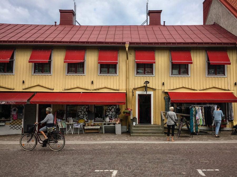 Magazin de suveniruri, Trusa