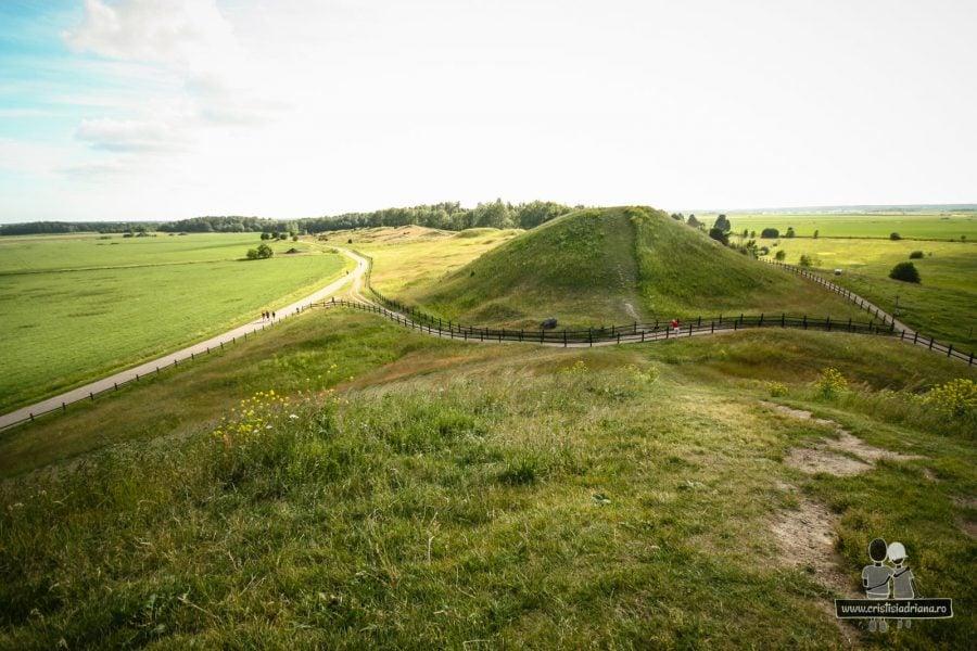 Movile funerare, un fel de mini-piramide