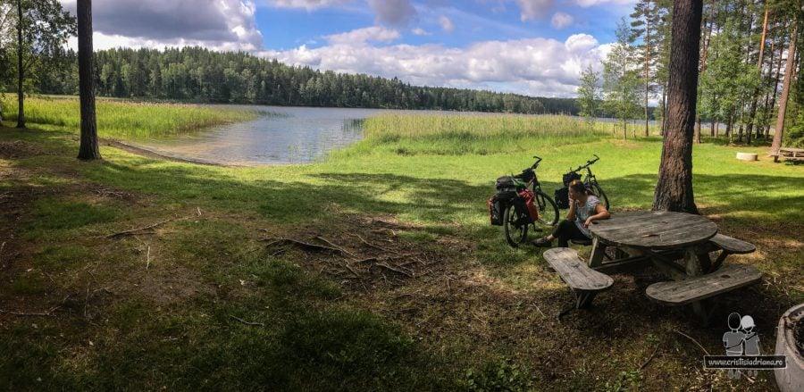 Biciclte langa lac