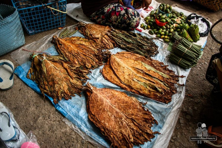 Piața în Rantepao - tutun