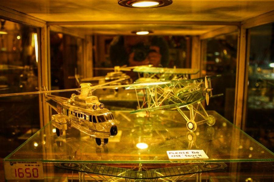 Avion și elicopter din sticlă