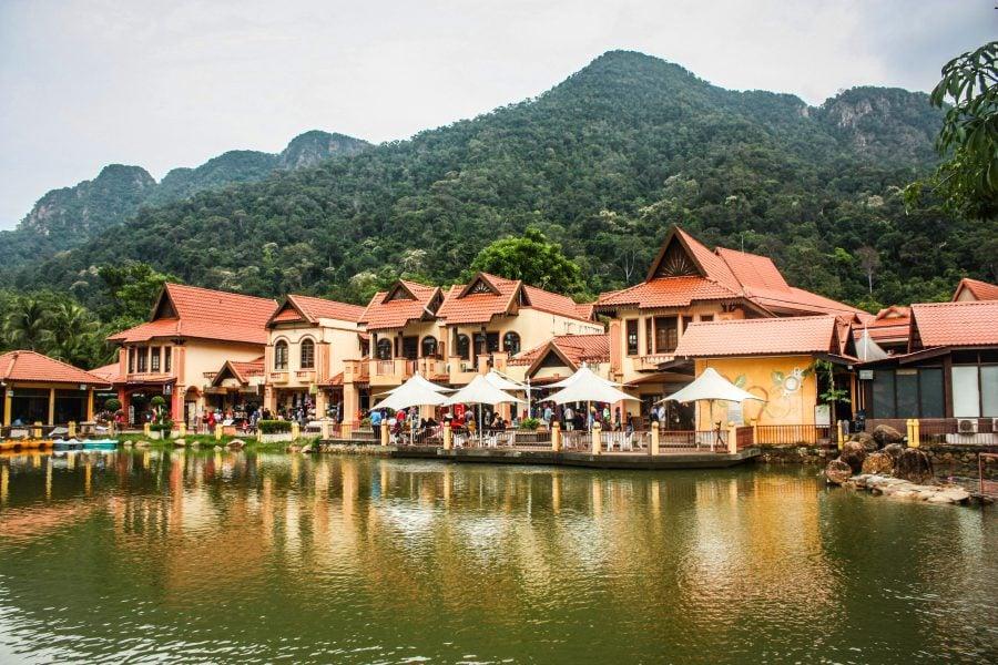 Case în Oriental Village