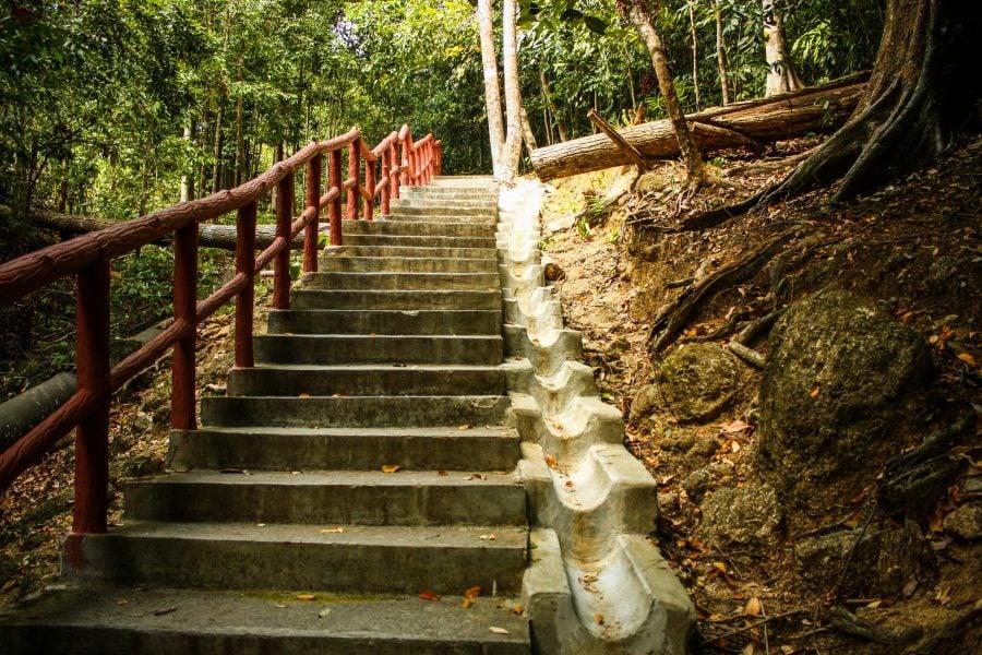 Pe scări spre 7 Wells Waterfall