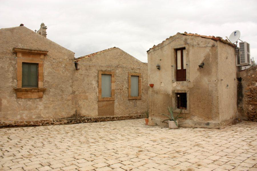 Străzi și case în Marzamemi