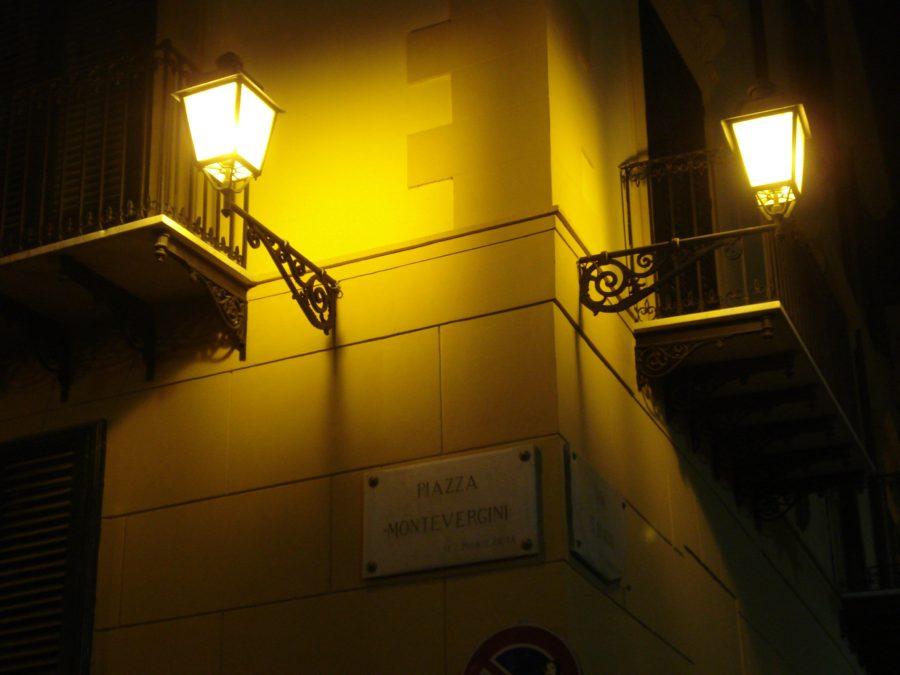 Clădire din Palermo, noaptea