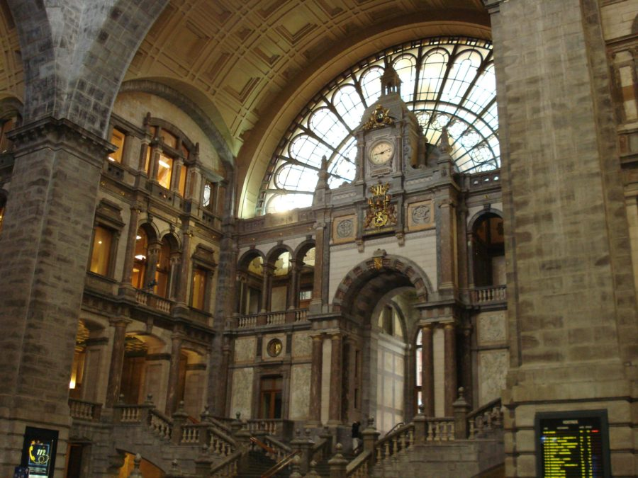 Interiorul gării din Antwerp (Anvers)