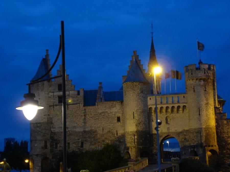 Castelul Steen, noaptea, Anvers