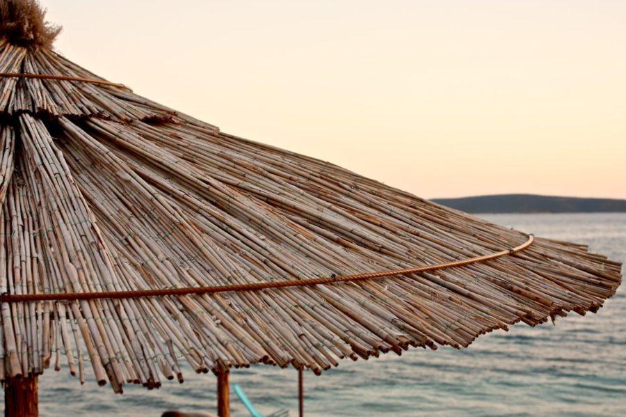 Umbrelă de plajă cu stuf, Seget Donji, Croația