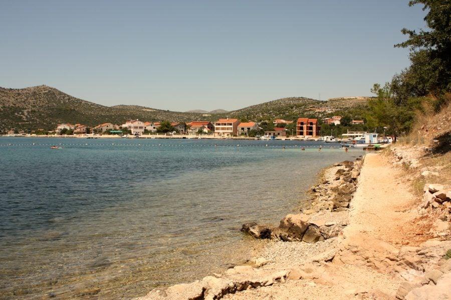 Plajă izolată pe coasta Croației