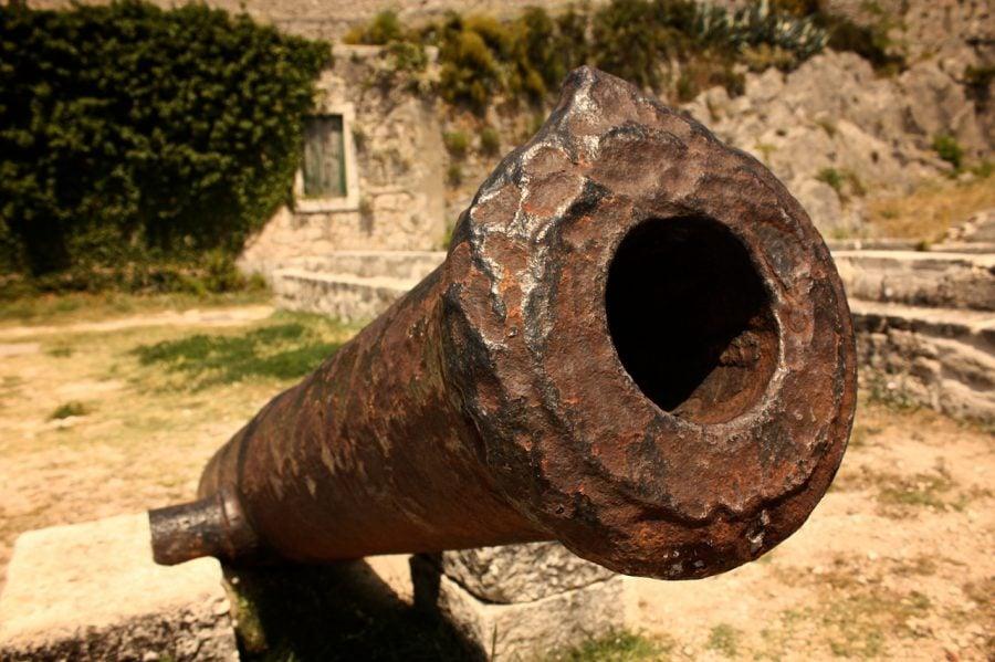 Tun vechi în fortăreața Klis, Croația