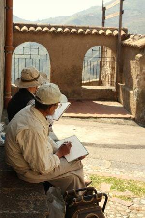 Japonezi care desenează lângă Castelmota, Sicilia