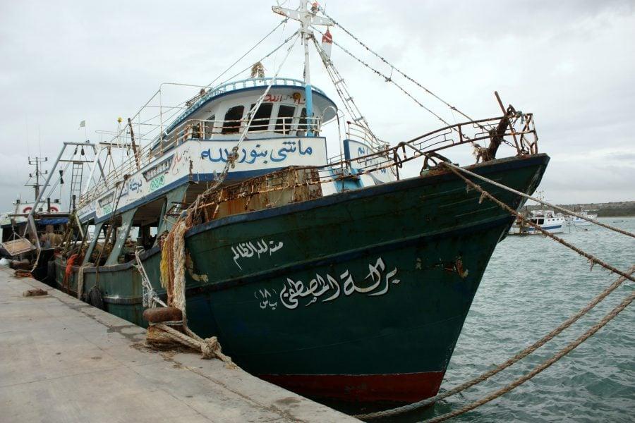 O navă pe care au venit imigranți arabi, sechestrată în portul din Portopalo, Sicilia