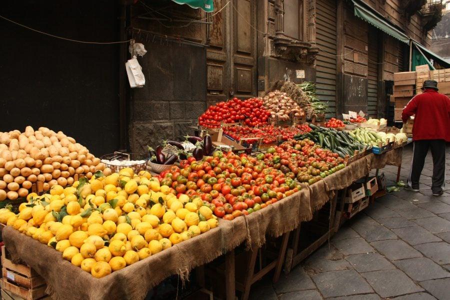 Piața de fructe și legume din Catania