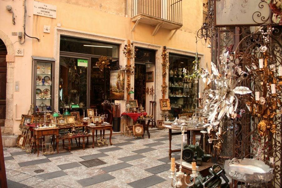 Stradă în Taormina