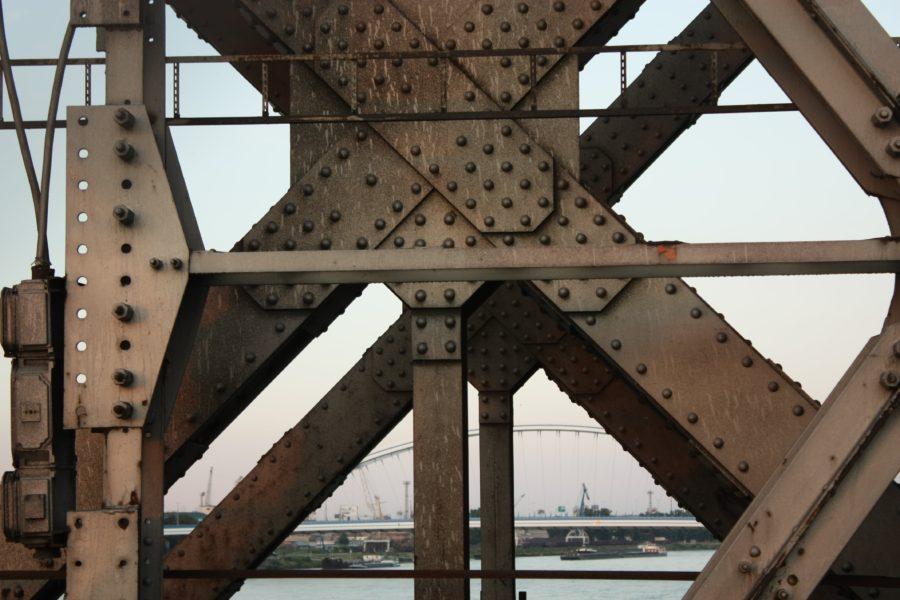 Nituri ale Podului Vechi din Bratislava