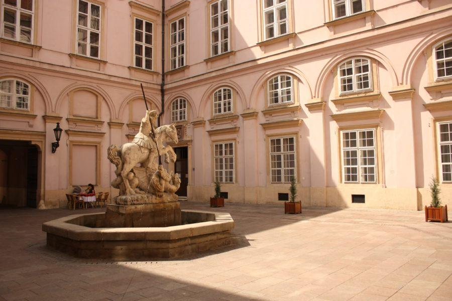 Sf. Gheorghe luptându-se cu dragonul la Bratislava