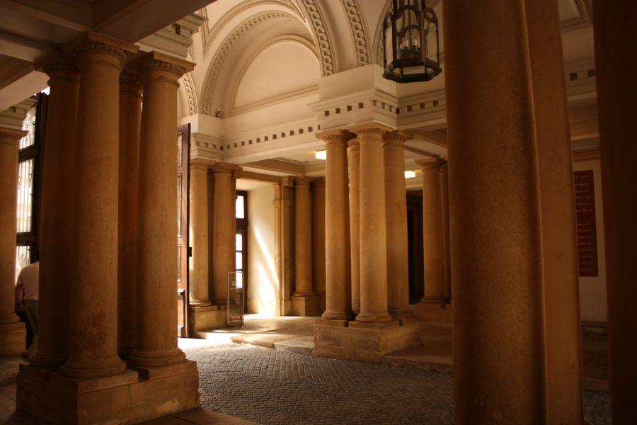 Curtea interioara a unui palat din Bratislava