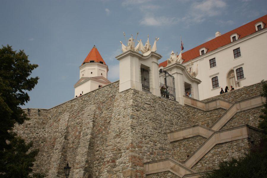 Trepte către Castelul Bratislava