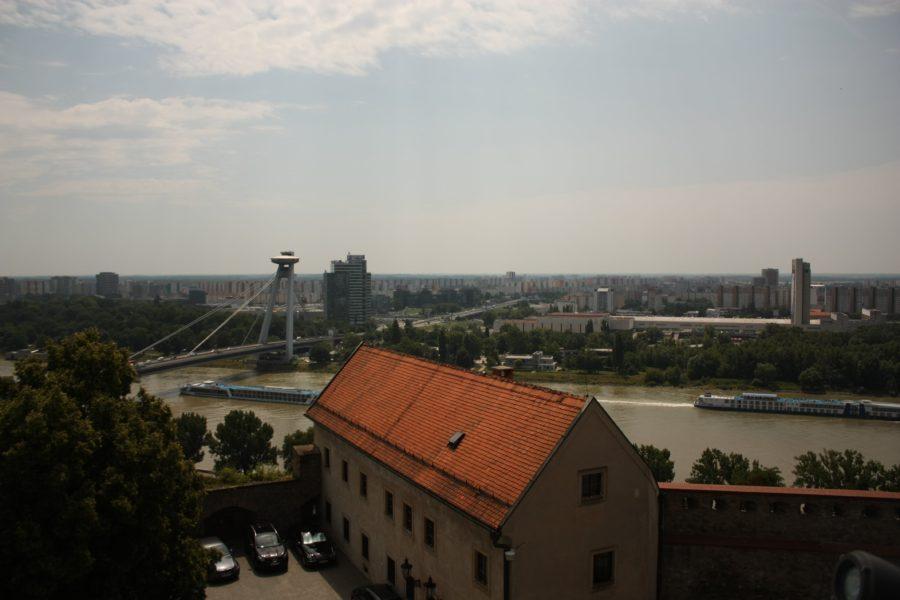 Vedere asupra Dunării din castelul Bratislava, Slovacia