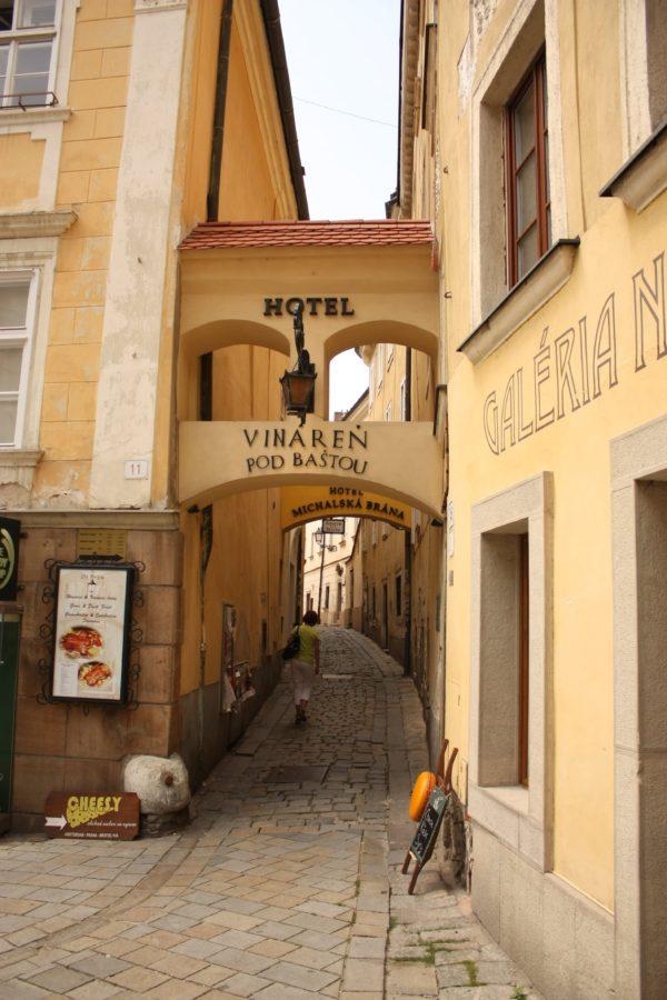Străzi pietonale in centrul vechi din Bratislava, Slovacia