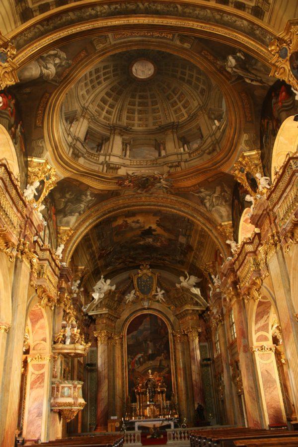 Interiorul bisericii Sf. Frantisek Xaversky din Trencin, Slovacia