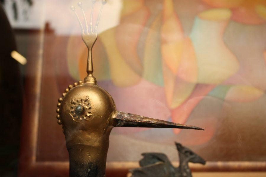 Statuie metalică pasăre cu cioc lung