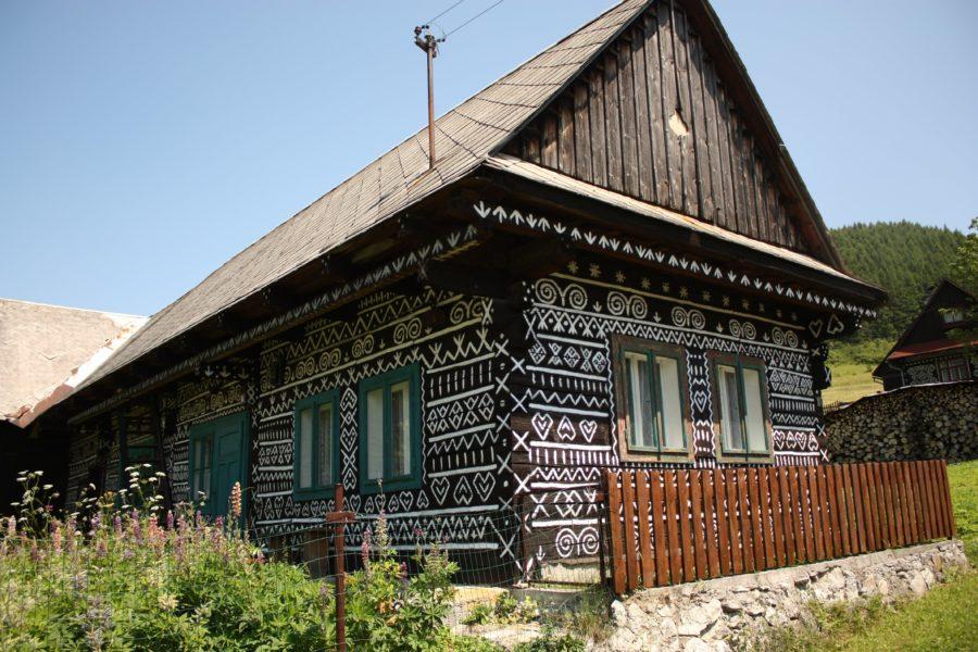 Casă pictată în satul Cicmany, Slovacia