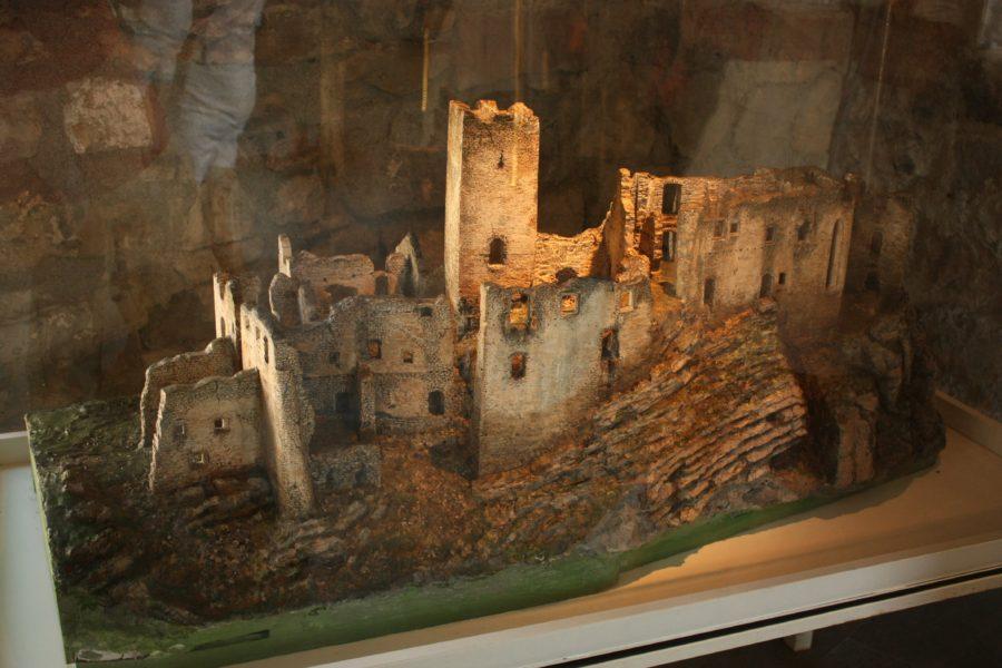 Macheta Castel Strecno în ruine, Slovacia