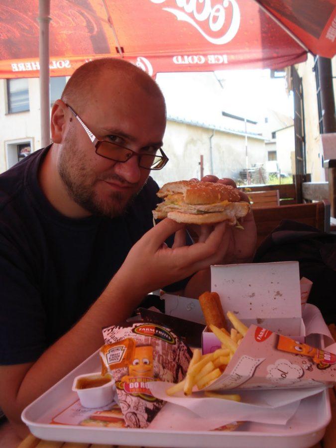 Hamburger, cel mai bun fastfood de vacanță