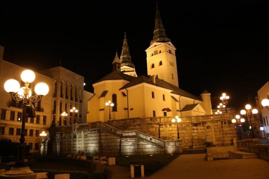 Zilina pe seară, turnurile orașului, Slovacia