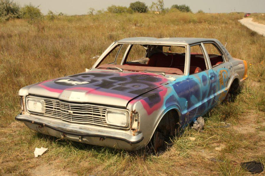 Ford abandonat pe plaja din Vadu