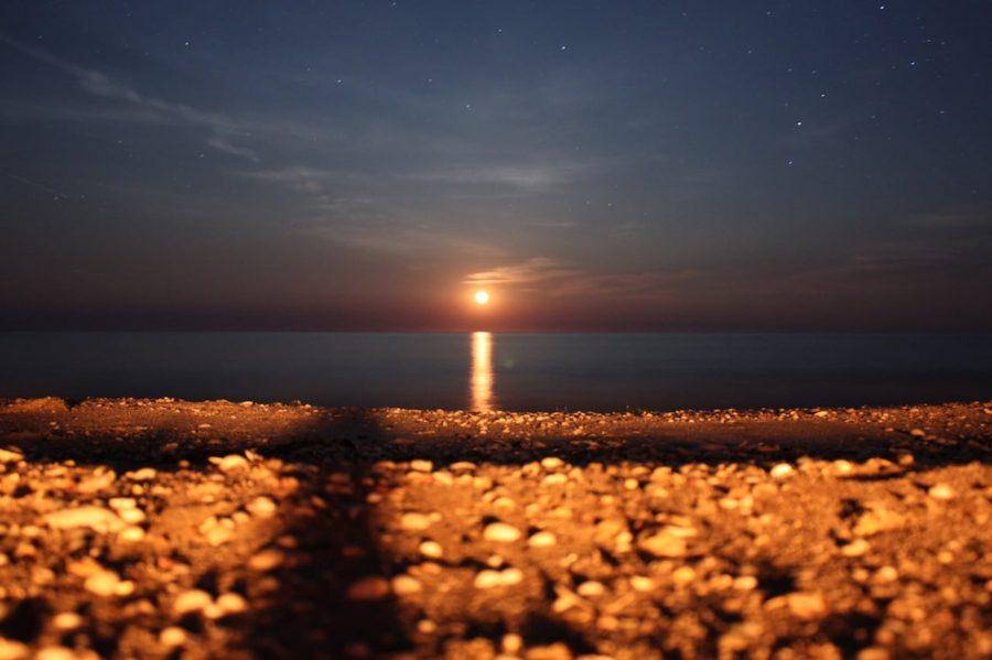 Răsărit de lună din mare, plaja Vadu, România