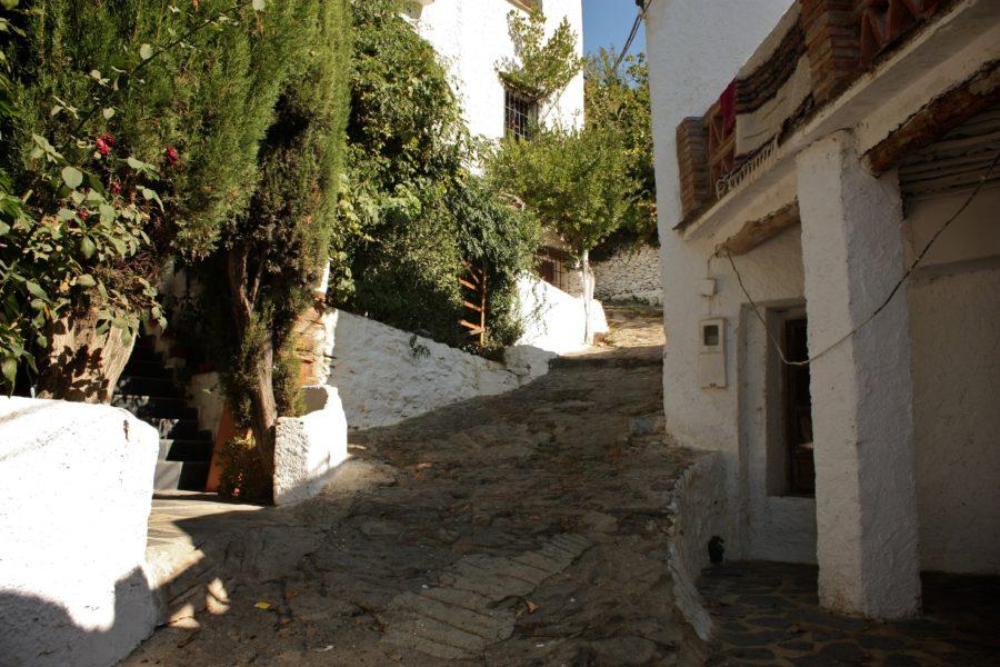 Străzi abrupte în satele din sudul Spaniei