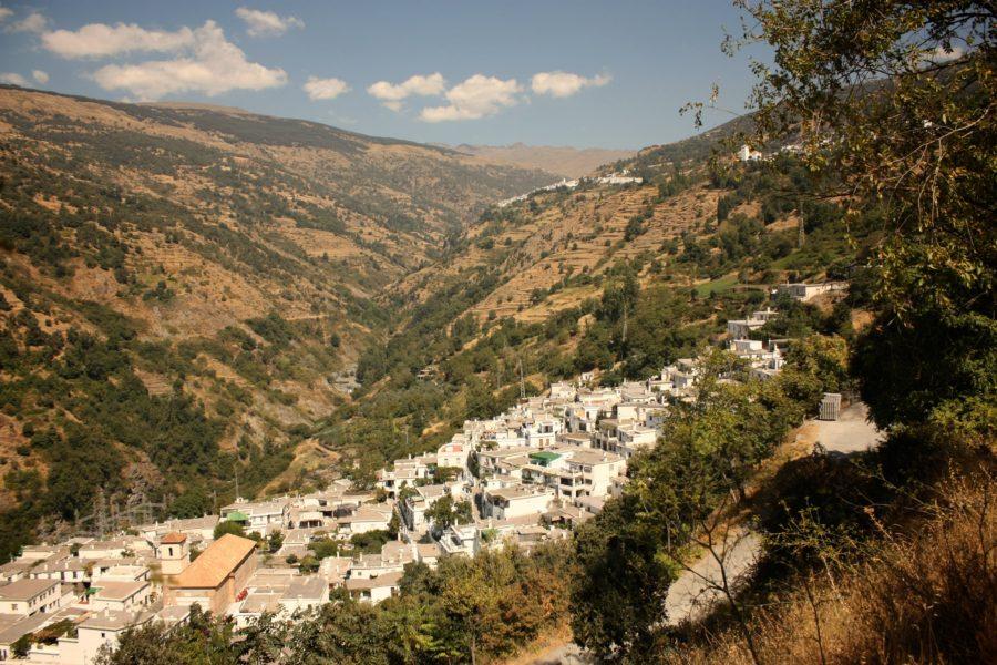Satul Pampaneira văzut din Bubion, Alpujarras, Spania