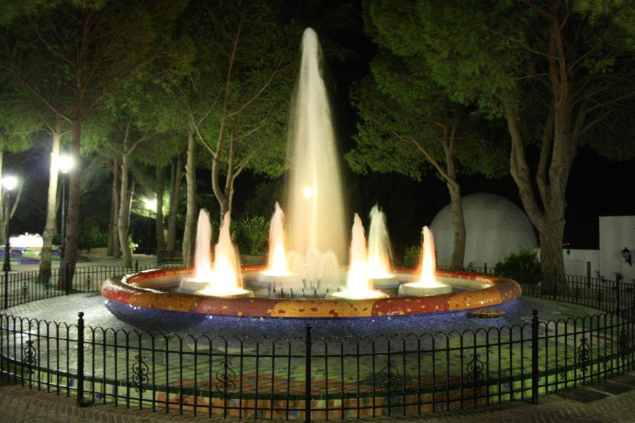 Parcul satului Mijas noaptea, Costa del Sol