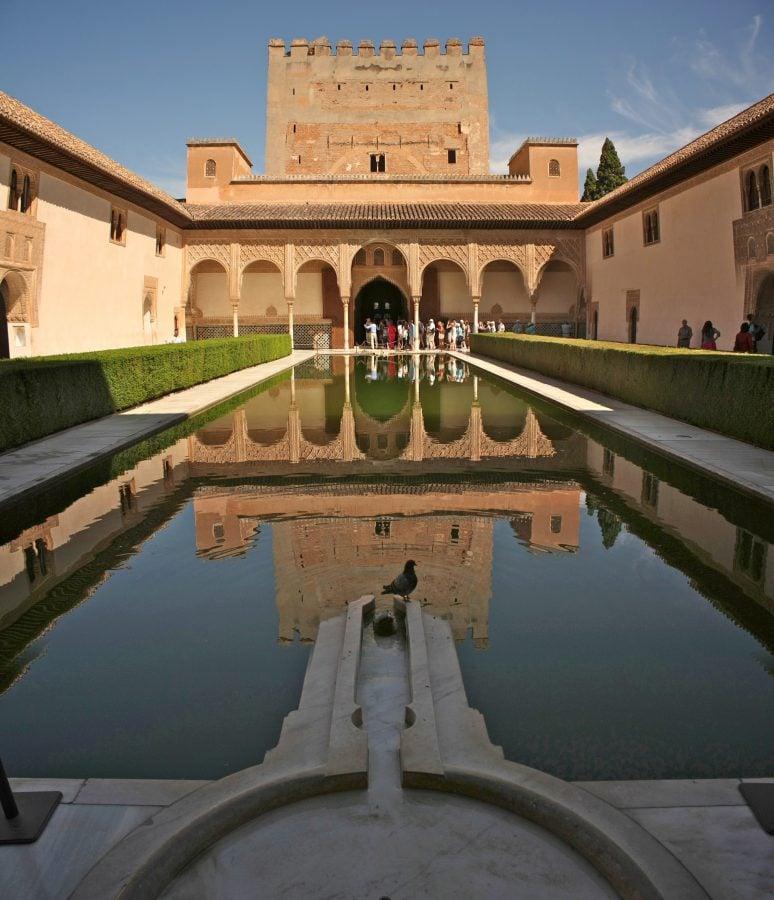 Curtea Mirtilor, din palatul Nasrid, Alhambra, Granada, Spania