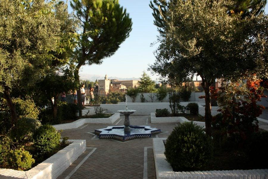 Fantana in parcul Placeta Cristo Azucenas, Albaicin, Granada