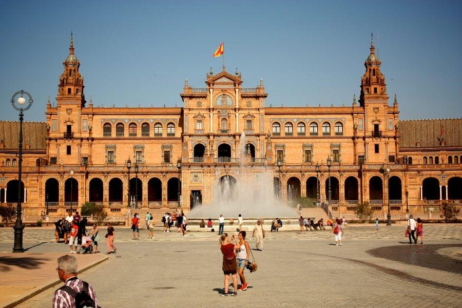 Piața Spania cu turiști, vacanță în Svillia vara