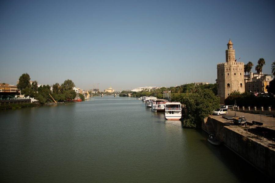 Râul Guadalquivir și Torre del Oro, Turnul de aur din Sevilia