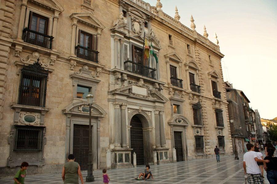 Real Chancilleria (Royal Chancery) în Plaza Nueva din centrul vechi Granada