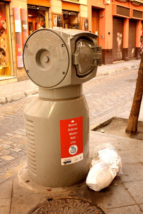 Roboțel pentru colectarea gunoiului, Sevilla, Spania