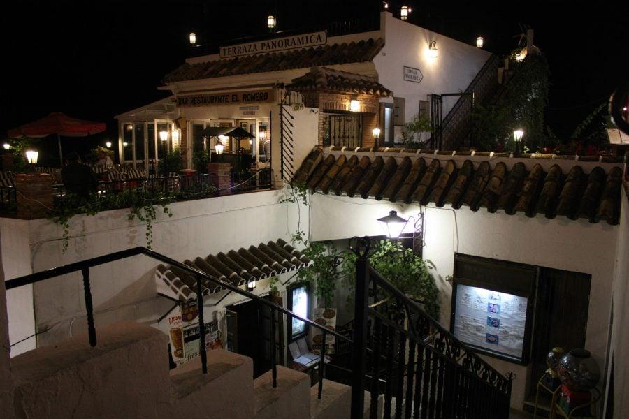 Străzi terasate în Mijas, orașul măgarilor, Andalusia, Spania