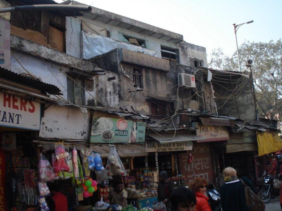 Case care arată ca un ghetou în Paharganj, Old Delhi, India